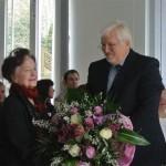 Blumen für die Witwe Luise Pahl